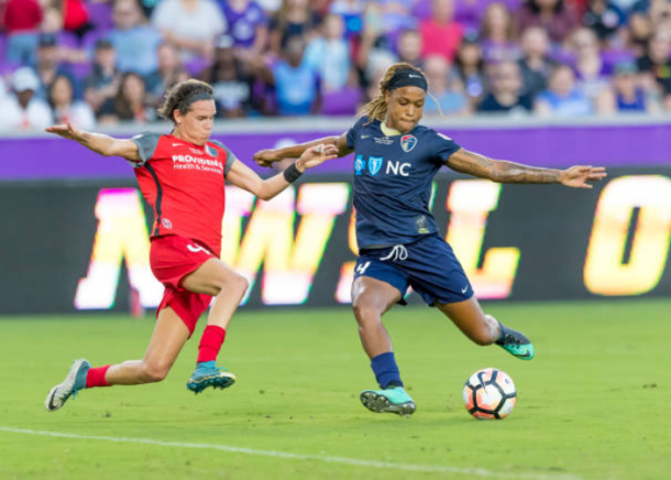 Jess McDonald takes a shot after coming on a substitute in the 2017 NWSL Championship game. | Photo: Andrew Bershaw - Icon Sportswire via Getty Images