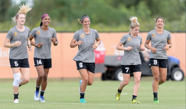 Left to right: Mewis, McDonald, Erceg, Zerboni and Williams warm up for a match as members of the Western New York Flash. | Photo: @J_Mac1422