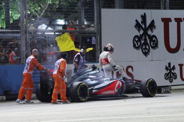 Hamilton viene abbandonato dal motore quando è in testa, nel 2012. Il ritiro andrà a favorire Vettel. Fonte foto: f1bias
