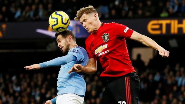 McTominay en pugna con Bernardo Silva.    Premier League