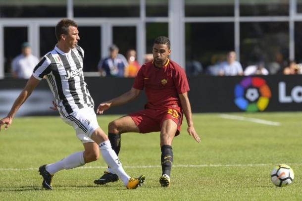 Mandzukic in azione contro la Roma in ICC | Fanpage