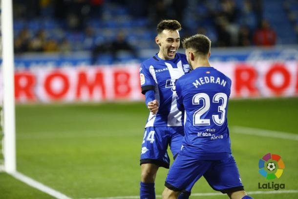 Medrán celebra un gol con Munir. / Foto: La Liga