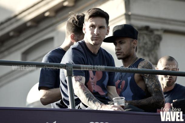 Messi y Neymar, en la Rúa del triplete, en 2015 | Foto: Noelia Déniz - VAVEL