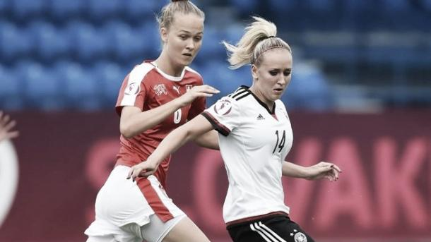 Switzerland's Lesley Ramseir (l) and Germany's Melanie Ott (r) Photo: Sportsfile