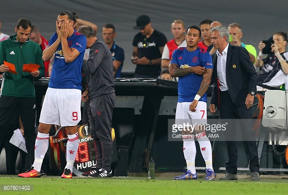 Mourinho and Memphis during the defeat to Feyenoord last month | Photo: Catherine Ivill/ AMA