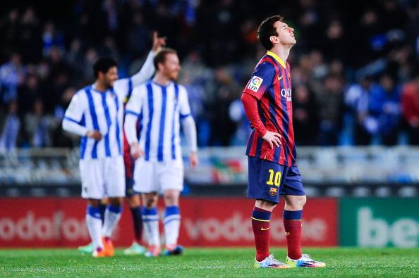 Messi lamenta mais um revés no Anoeta (Foto: David Ramos/Getty Images)