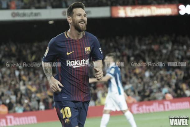 Leo Messi sonríe tras anotar un gol en el Camp Nou. | Foto: Ernesto Ardilla, VAVEL