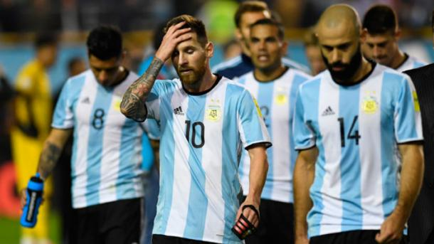 La delusione dei giocatori Argentini al termine del match (Fonte foto Twitter Conmebol)