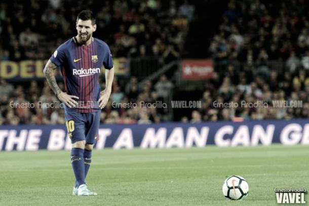 Leo Messi en un golpeo de falta | Foto: Ernesto Aradilla - VAVEL