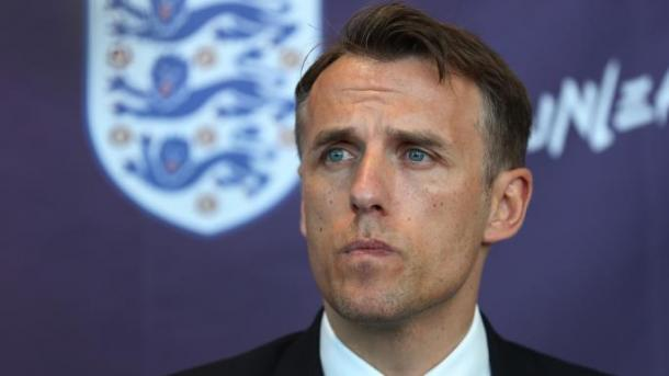 Nervy Neville off to flyer as France fall to early blitz