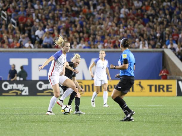 Sam Mewis (front left) is trying to secure a place on the roster for the upcoming World Cup. | Photo: Jamie Smed