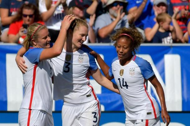 Lindsay Horan, Sam Mewis and Casey Short | Photo: Grant Halverson/Getty Images