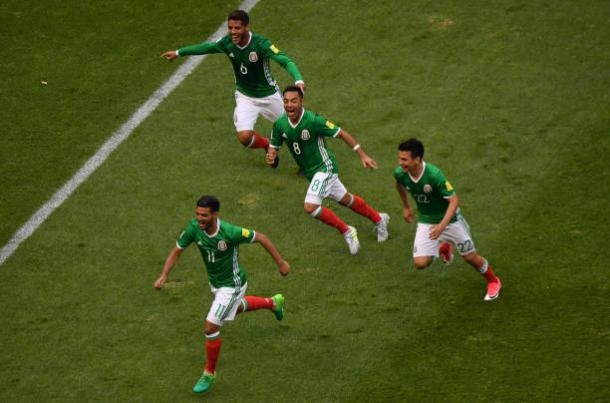 Mexican National Team celebrating equalizing goal in first half. | Photo: Getty Images