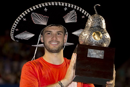 Dimitrov with the 2014 trophy in Acapulco (Photo: maxtenis)
