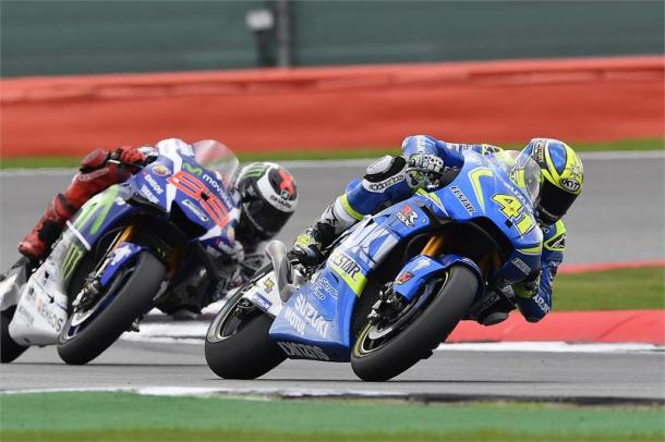 Espargaro fends off Lorenzo to claim seventh at Silverstone - www.suzukiracing.com