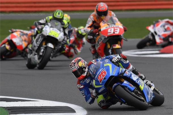 Vinales began to break away immediately at Silverstone - www.suzukiracing.com