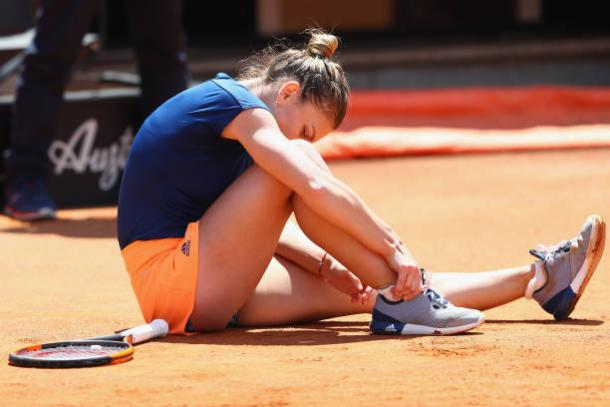 Simona Halep after receiving a nasty fall in the final of Rome. Getty Images/Michael Steele