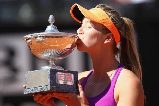 Elina Svitolna holding her fourth title this season. Getty Images/Michael Steele