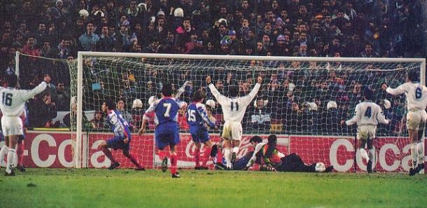 Míchel anota de penalty frente al PSG   Foto: Onze-Mondial