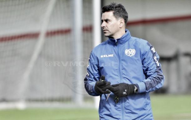 Míchel, durante un entrenamiento. Foto: Rayo Vallecano