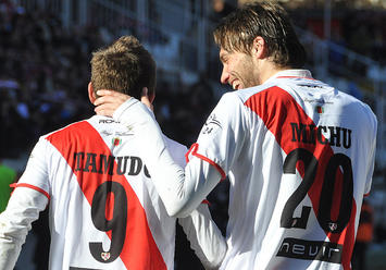 Michu y Tamudo durante un partido | Fotografía: Rayo Vallecano S.A.D.