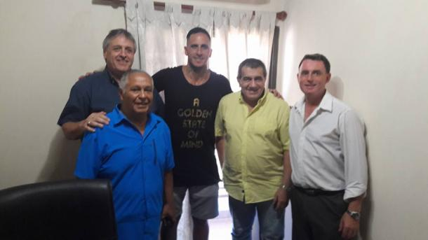Migliore junto a José Cáceres, el vice Cesar Fontana; y otros directivos, Gustavo Osuna, Héctor Bergara y Lautaro Rodríguez.