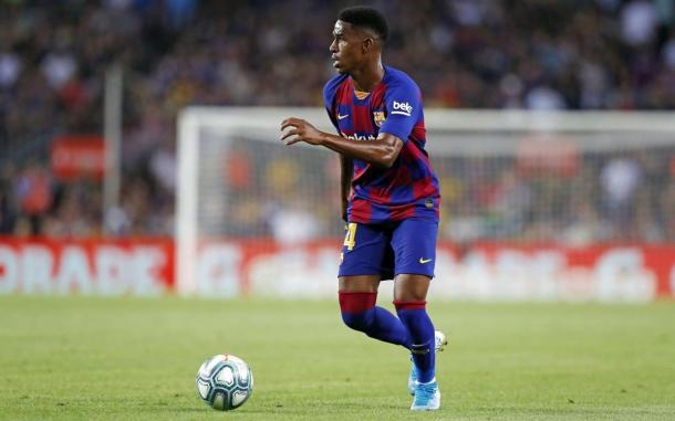 Junior controlando el esférico   Fotografía: FC Barcelona