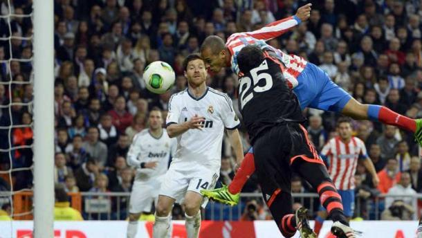 Momento en el que Miranda anota el gol que rompía la racha de catorce años sin ganar al eterno rival. Foto: RTVE
