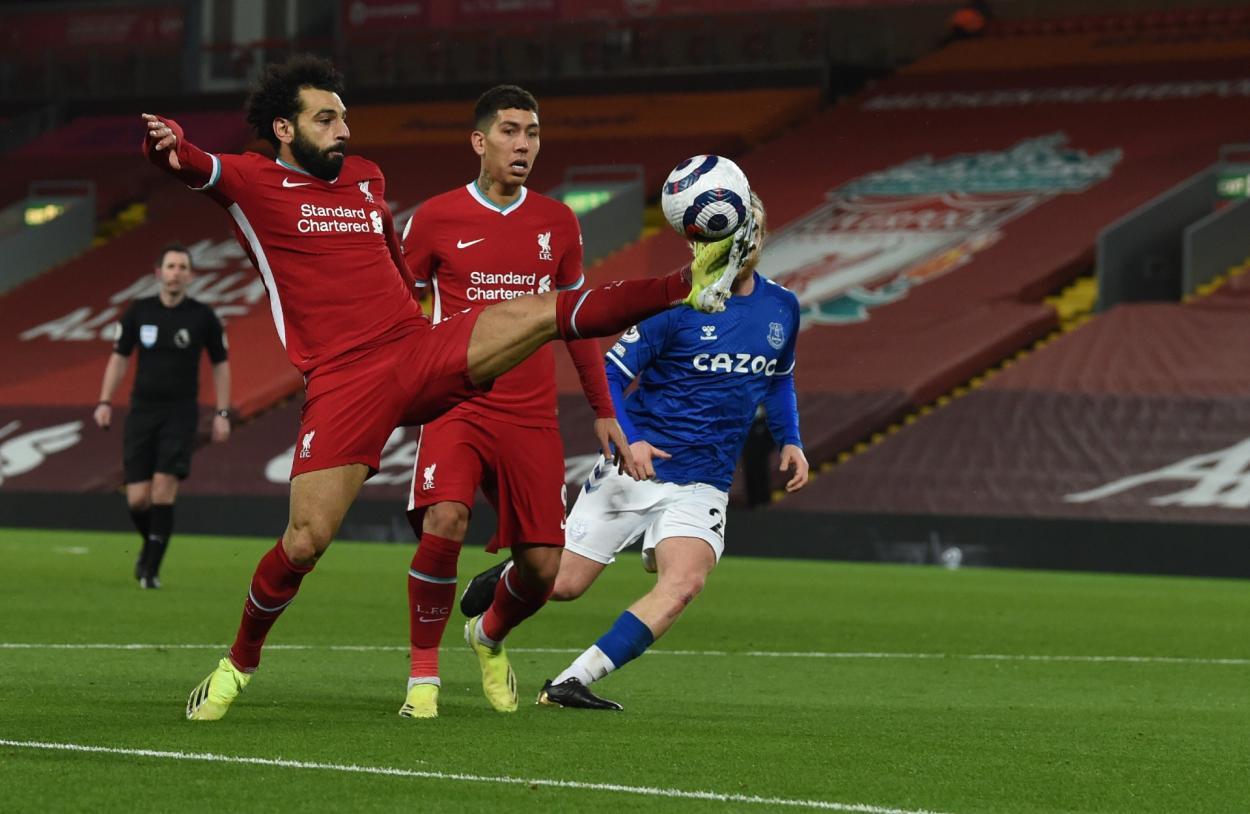 Mohamed Salah controlando un balón / Foto: Liverpool