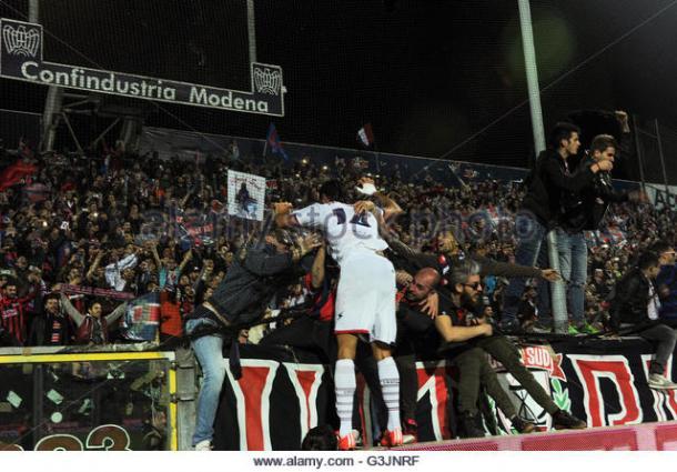Palladino celebra el gol que les daba el ascenso. / Foto: alamy.com