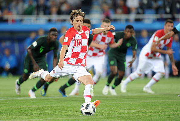 Luka Modric cobra de pênalti contra a Nigéria (Norbert Barczyk/PressFocus/MB Media/Getty Images)