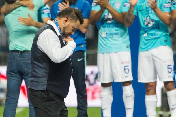 Mohamed recibiendo su medalla de Subcampeón Clausura 2016 | Foto: Sillón Técnico