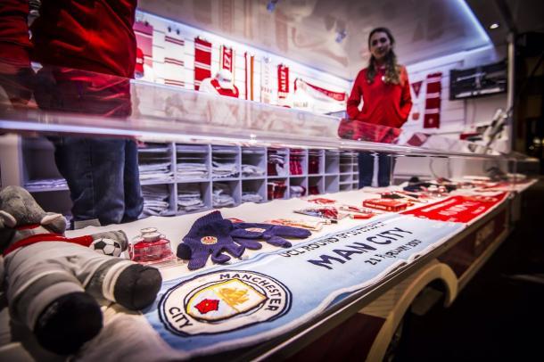 Lo store del Monaco accoglie il Manchester City - Foto Twitter Monaco