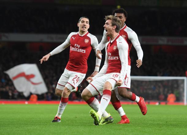 Monreal celebra un gol ante el Chelsea en las semifinales de la Carabao Cup | Fotografía: Arsenal