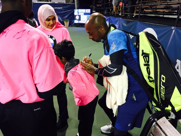 Doubles champ Nicolas Monroe takes time to sign an autograph (Photo: @IrvingClassic)