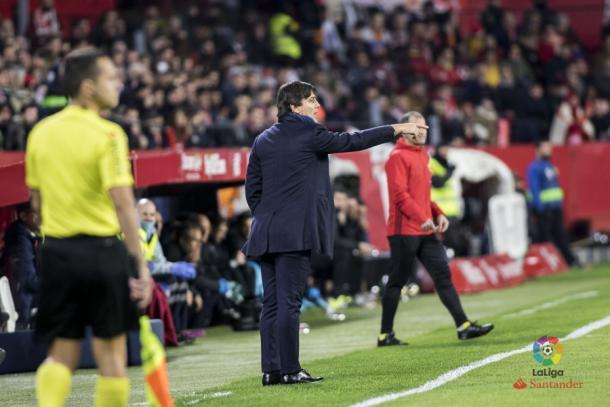 Montella dirigiendo al Sevilla en el derbi sevillano. / Foto: LaLiga