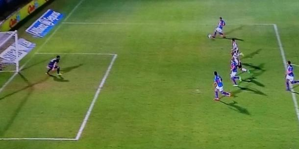 Morales estaba habilitado. Era el 1-1 ante River. (Foto: Captura TV).
