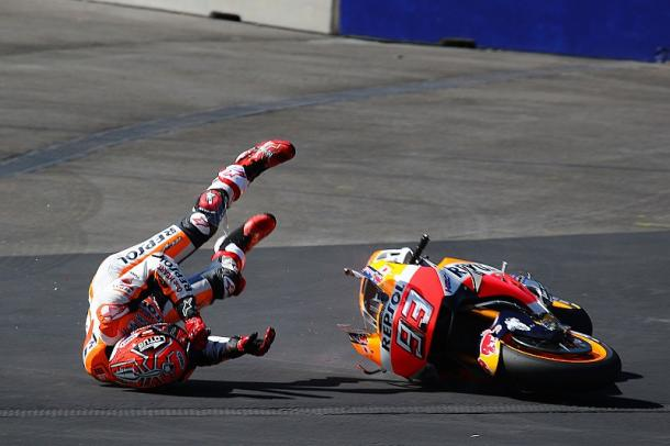 Marquez crashed during FP3 dislocating his shoulder - www.motorsport.com
