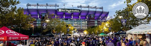 M&T Bank Stadium iluminado antes de un partido. Fuente. Baltimore Ravens