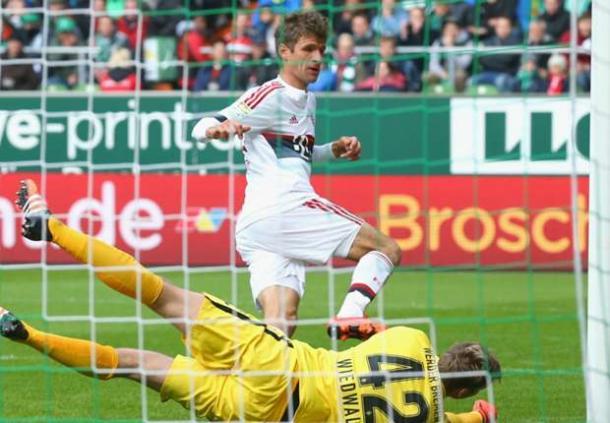 Thomas Müller slots the ball past Felix Wiedwald | Photo: GOAL