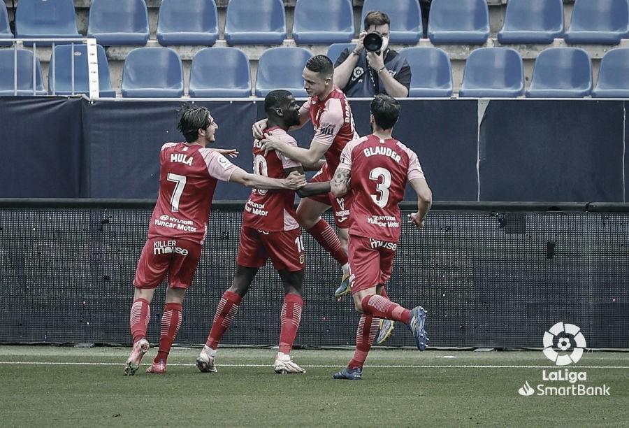 Álex Mula en la celebración del gol de penalti de Nteka. / Foto: LaLiga.