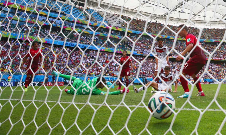 Thomas Müller mete su tercer gol del partido ante Portugal, Mundial 2104. Foto: The Guardian