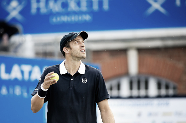 An exhausted Gilles Muller dropped his match against Bernard Tomic in the Aegon Championships. (Photo: Getty Images)