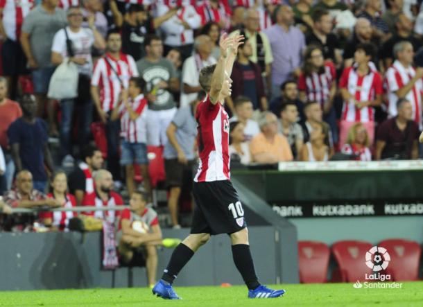 Muniain festeja con la grada su segundo gol de la temporada I Foto: La Liga