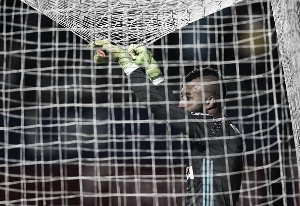 A imagem do goleiro ficou desgastada pela insistência de Zé Ricardo (Foto: Juan Mabromata / Getty Images)