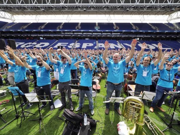 Algunos de los músicos en el acto de la ACEM. Foto: Web oficial RCD Espanyol.