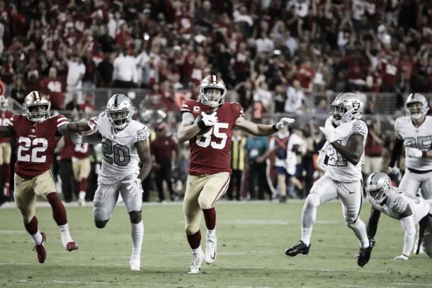 La jugada de la noche la protagonizó Kittle con su catch a una mano de 71 yardas | Foto: 49ers.com