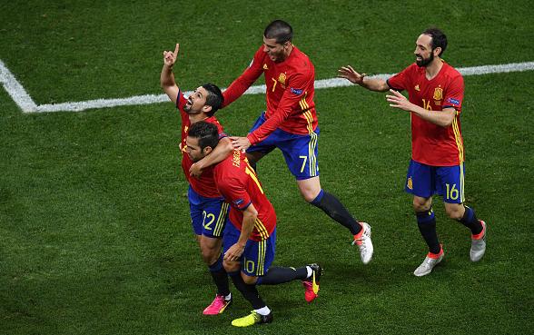 Nolito (far left) celebrates his finish alongside some of his Spanish team-mates. | Photo: Getty