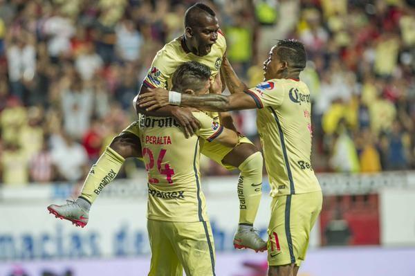 Festejo americanista en gol de Oribe Peralta  (0-2 Apertura 2015)  |  Foto: Club Americanista