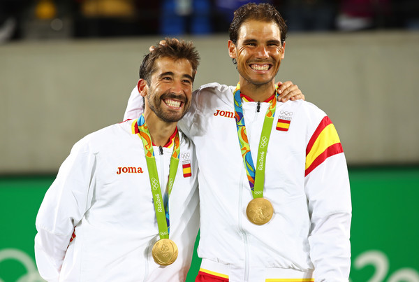 Nadal and Marc Lopez posing with their Olympic gold doubles medal (Photo by Clive Brunskill / Source : Getty Images)